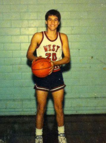 Exhibit B: Willie Robertsons' high school basketball photo!