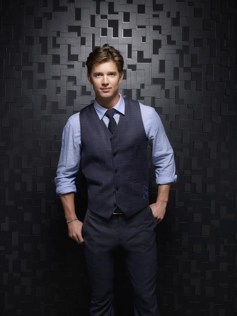 Drew Van Acker as Jason DiLaurentis on Pretty Little Liars Season 3b