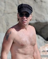 Jon-Bon-Jovi_TN_Shirtless