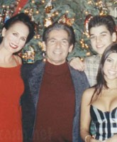 Robert_Kardashian_Ellen_Kardashian_family_photo_tn