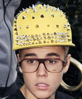 Bieber's-yellow-studded-hat_TN