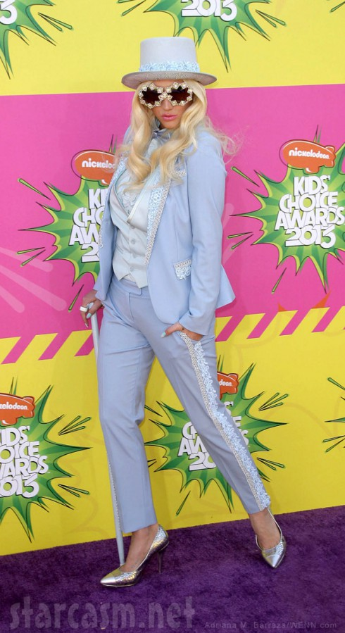 Kesha 2013 Kids Choice Awards blue tuxedo pimp