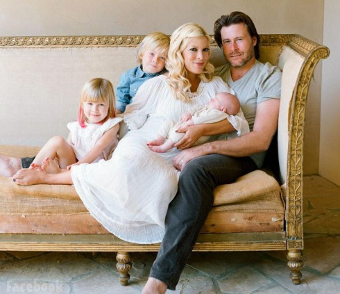 Tori Spelling husband Dean McDermott and children family photo