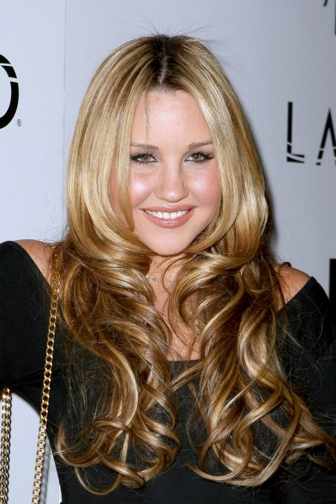 Amanda Bynes is struggling with an eating disorder, announces it on Twitter.
