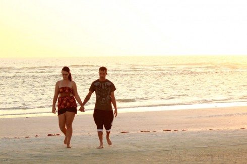 Breaking Amish Brave New Worl Jeremiah and his rumored girlfriend take a walk on the beach in Florida