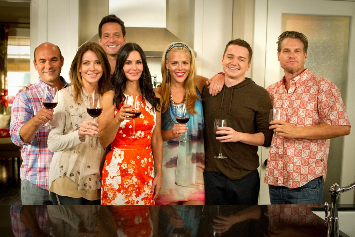 cougar town cast dating Cougar town has a new attitude less is more -- or should we say -- less is funnier creator bill lawrence teases an upcoming episode where the stars strip down and bare all.
