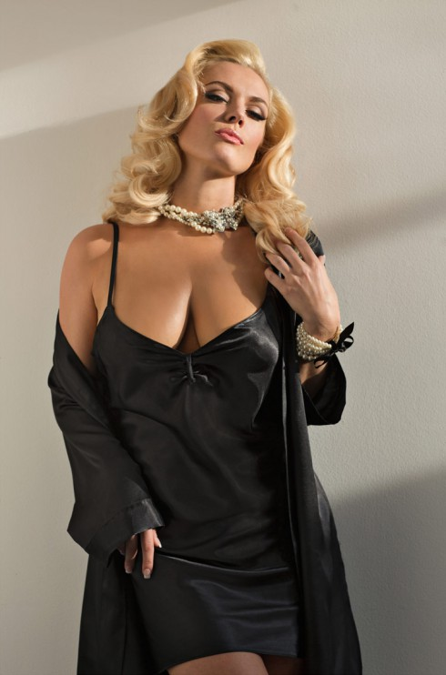 Actress Agnes Bruckner as Anna Nicole Smith sexy photo