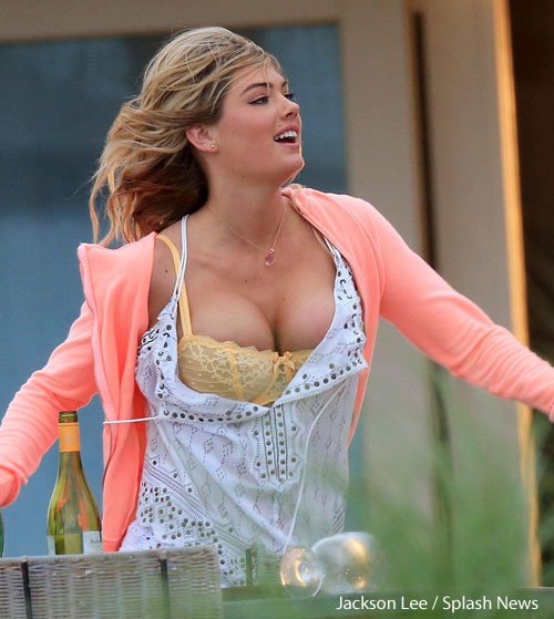 What S Kate Upton S Bra Size How Big Are Her Boobs