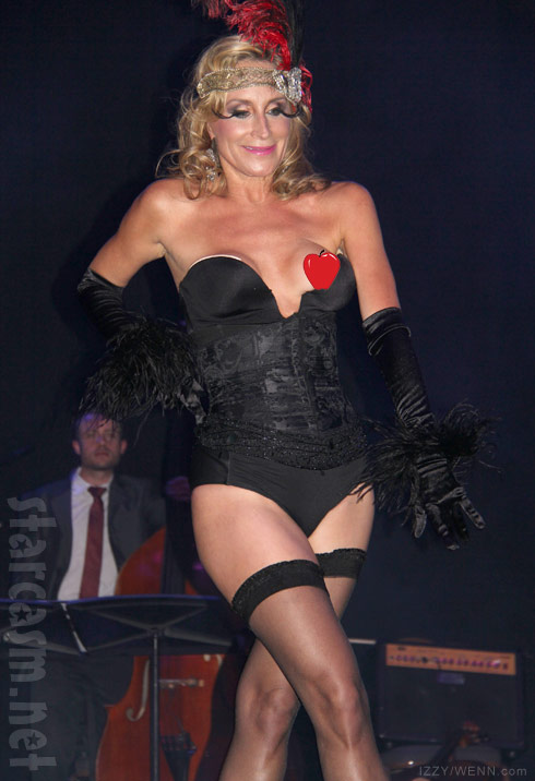 Sonja Morgan burlesque show wardrobe malfunction