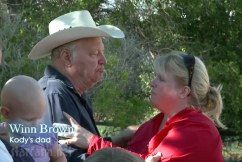 "Kody Brown's father Winn Brown with Janelle from Sister Wives Season 2 Episode 2 ""Free Range Browns"""