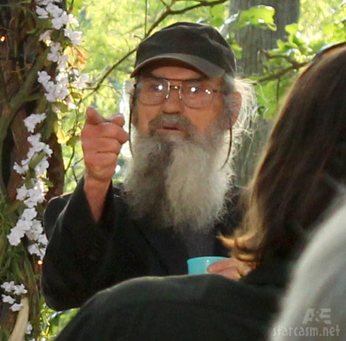 Uncle Si and his blue cup of sweet tea at Phil and Miss Kay's vow