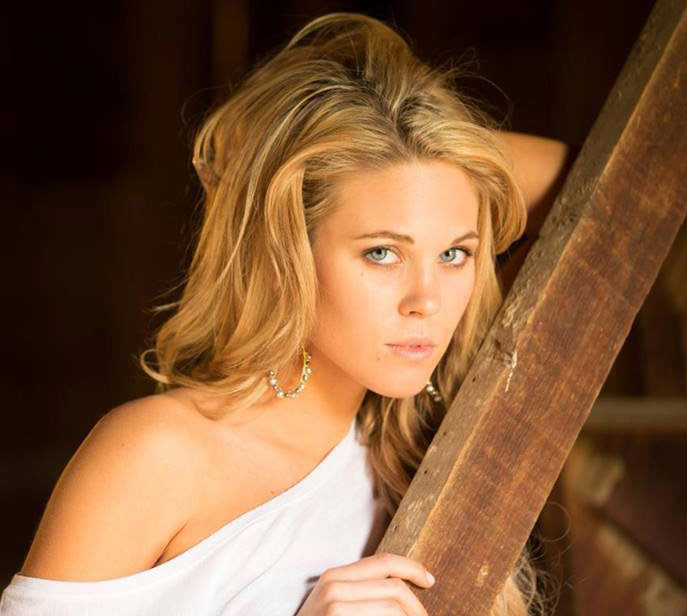 Aaryn Gries modeling photos: Facebook