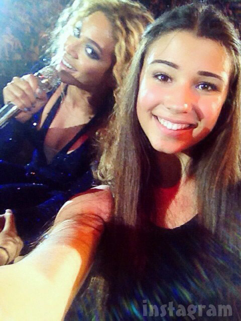 Beyonce photobombs teen girl's selfie during Melbourne Australia concert