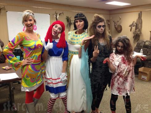 Duck Dynasty Halloween Missy Robertson Jessica Robertson Korie Robertson Sadie Robertson in costumes