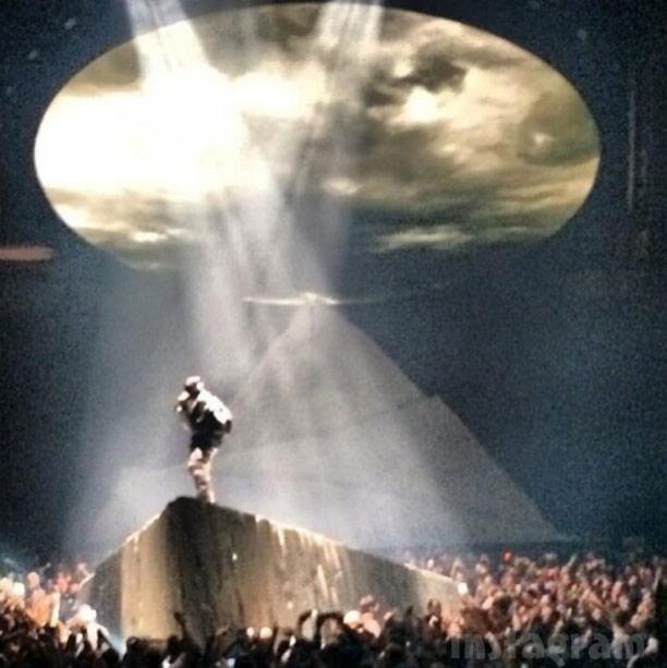 VIDEO PHOTOS Kanye West meets Jesus Christ during concert ... Kanye West Yeezus Concert