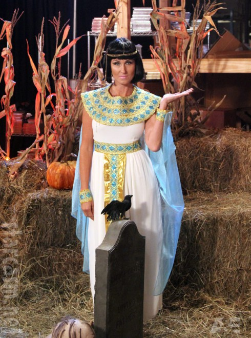 Duck Dynasty's Korie Robertson wearing a Cleopatra Halloween costume