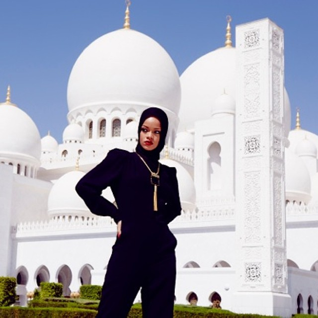 Rihanna Asked To Leave Mosque Following Abu Dhabi Photoshoot