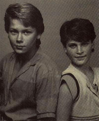 Watch brothers River and Joaquin Pheonix together, young