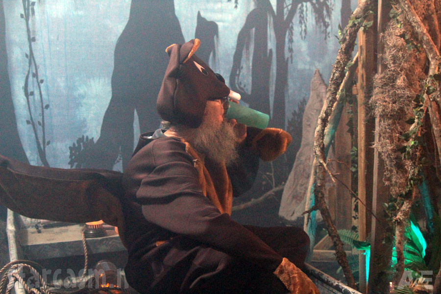 duck dynasty uncle si dressed as a beaver or a squirrel for halloween episode - Jase Robertson Halloween Costume