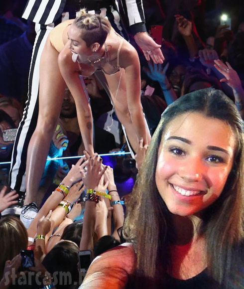 Beyonce concert photobomb girl Valentina and Miley Cyrus