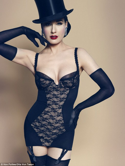 What does Dita von Teese look like without makeup?