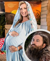 Pregnant_Korie_Robertson_as_Mary_tn