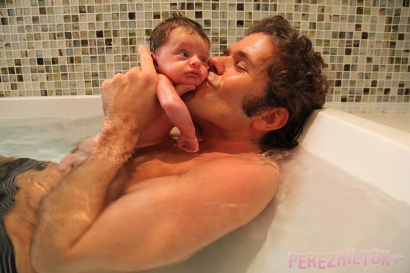 мамам сосет у сына в ваннои
