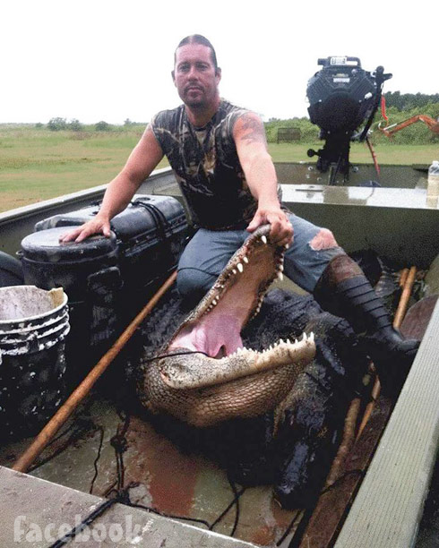 Swamp People Apache Roger Rivers gator
