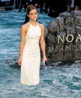 Emma_Watson_Noah_premiere_water_tn