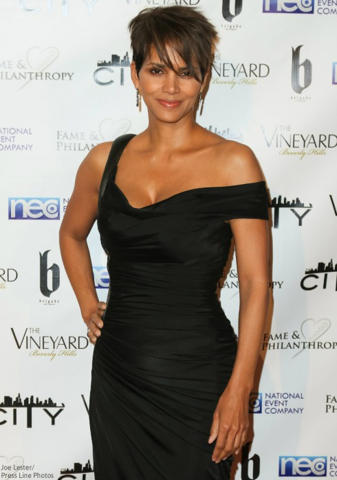 Halle Berry Without Wedding Ring - Olivier Martinez