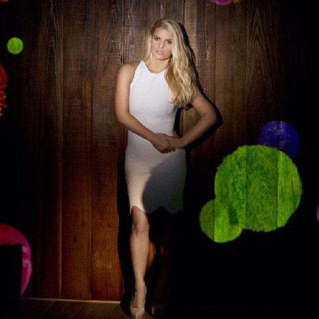 Jessica Simpson Keeps The Weight Off: PHOTOS Jessica Simpson At Goal Weight In Weight Watchers Ad