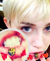 Miley_Cyrus_mouth_Tattoo_tn