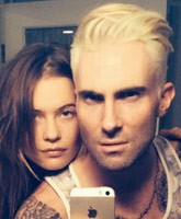 Adam_Levine_blond_tn