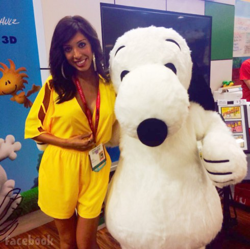 Farrah Abraham poses with Snoopy at 2014 San Diego Comic-Con