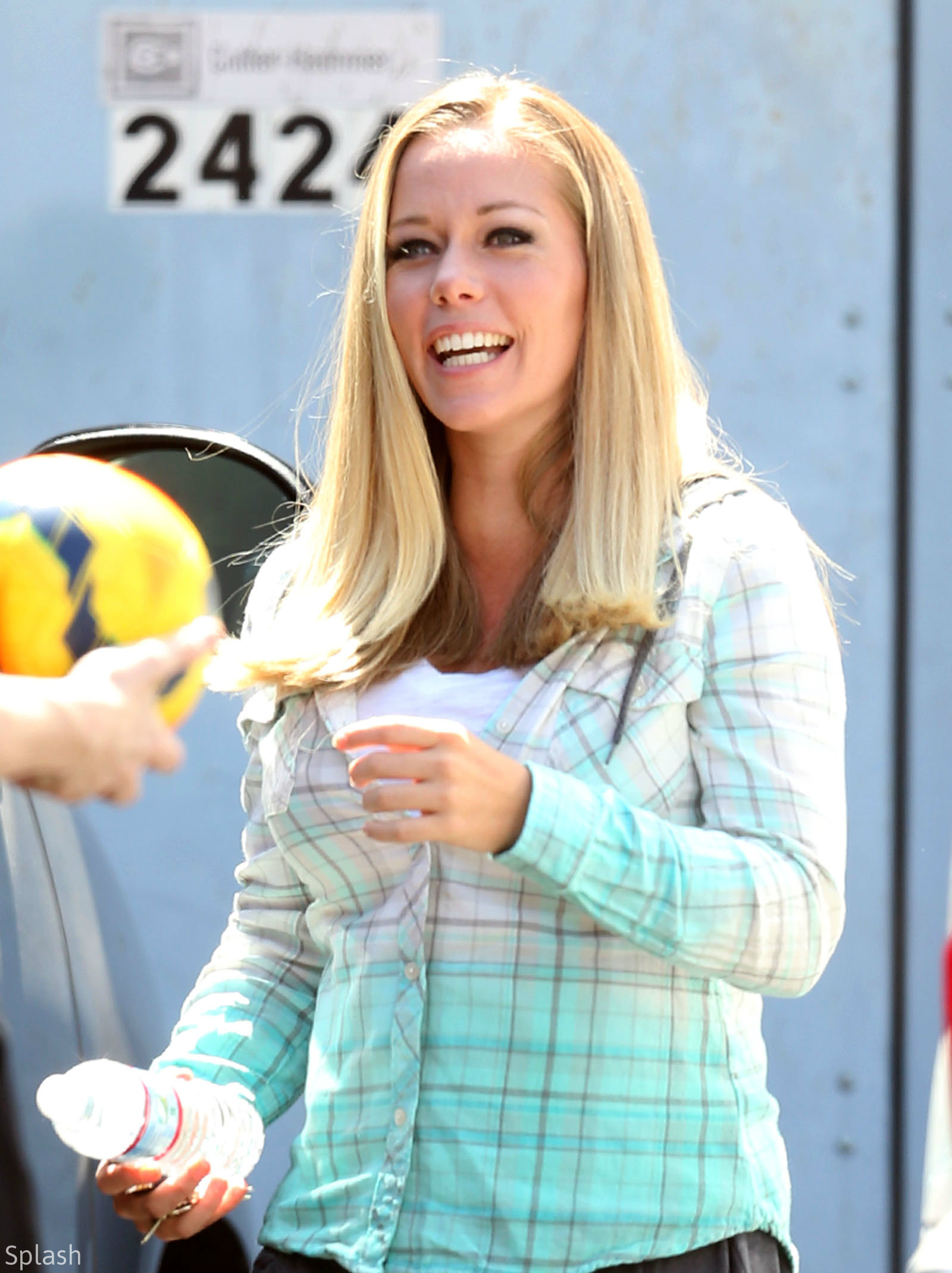 kendra wilkinson filming relationship issues for kendra on