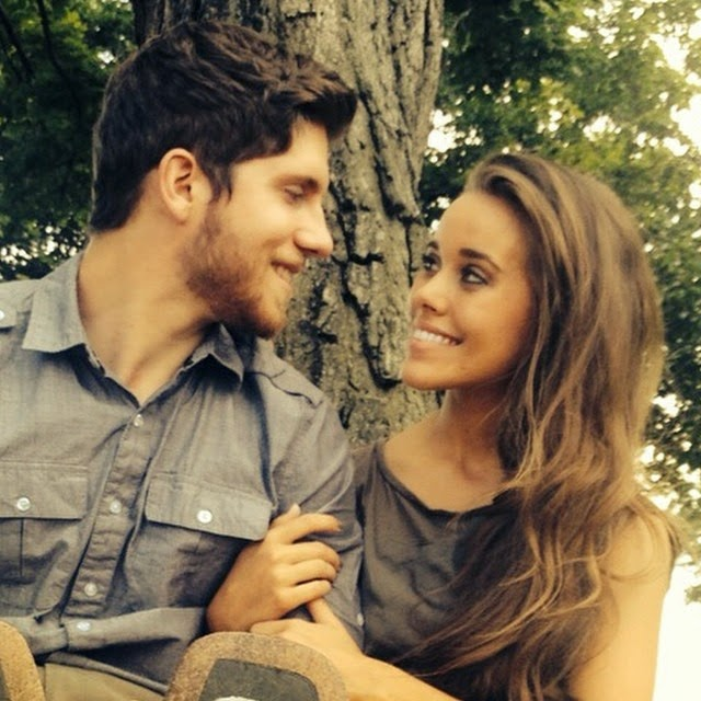 PHOTO See Jessa Duggars engagement ring from Ben Seewald