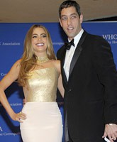 Sofia_Vergara_with_Nick_Loeb_tn