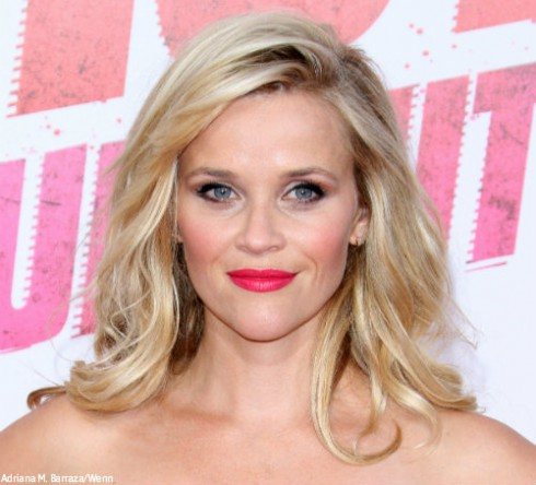 Reese Witherspoon shares rare photo with lookalike daughter, Ava ...  Reese Witherspoon