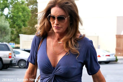 Caitlyn_Jenner_blue_dress_490