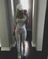 Kylie Jenner green hair 1