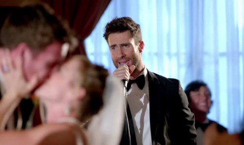 Tv show based on maroon 5 39 s sugar music video greenlit at nbc for Maroon 5 wedding video