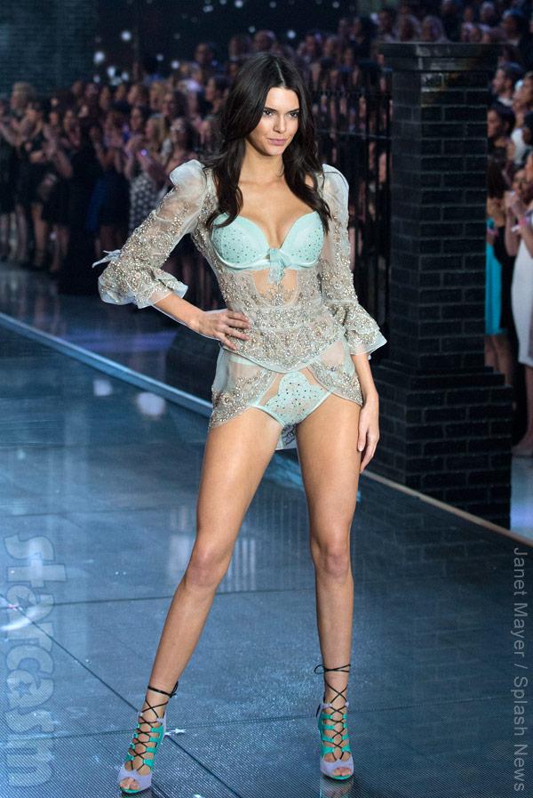 Kendall Jenner VS Fashion Show