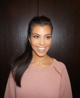 Kourtney Kardashian dating 1