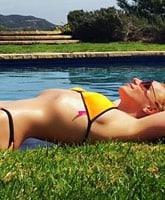 Britney_Spears_bikini_thin_waist_tn