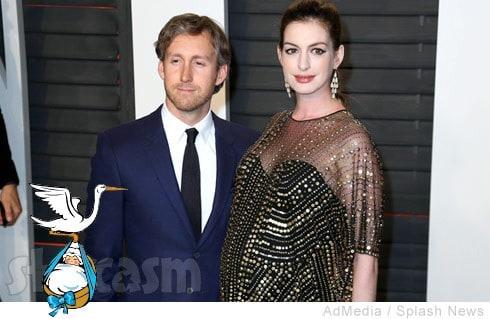 Anne_Hathaway_pregnant_Adam_Shulman_490