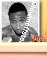 Usher_nude_Snapchat_selfie_tn