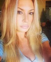 Kate_Chastain_selfie_tn