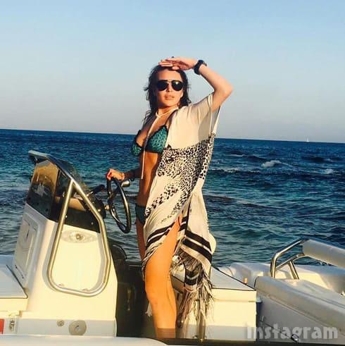 Lindsay Lohan Instagram bikini boat