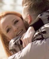 Maci_Bookout_Taylor_McKinney_hugging__tn