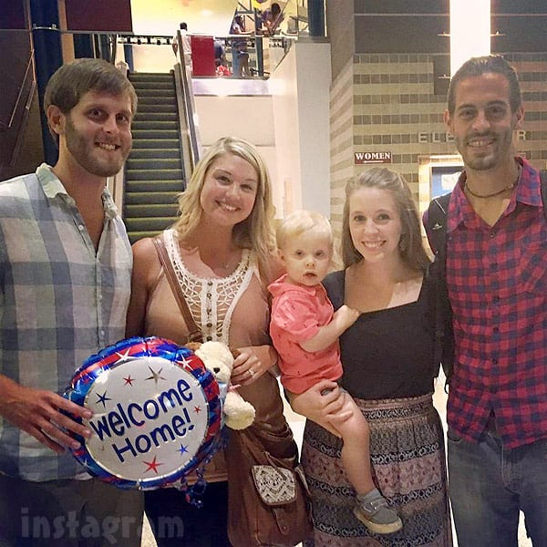 Jill and Derick Dillard return to US with Derick's brother Dan Dillard and fiancee Deena